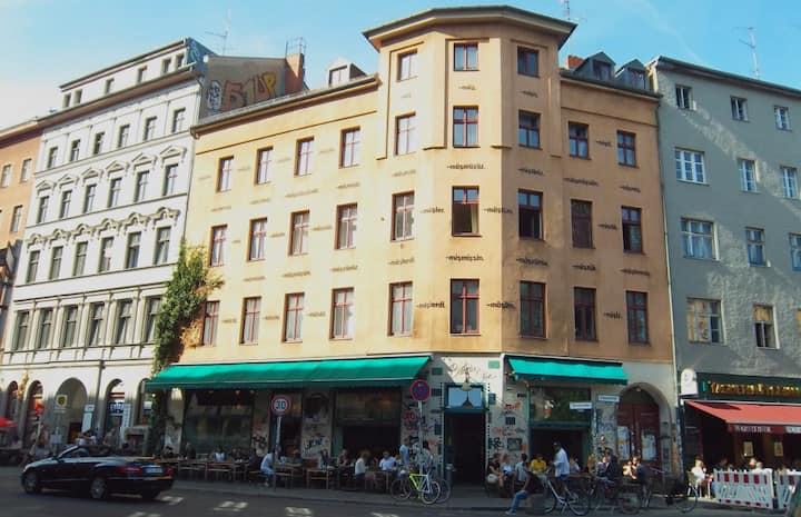 Cosy room in the heart of Kreuzberg