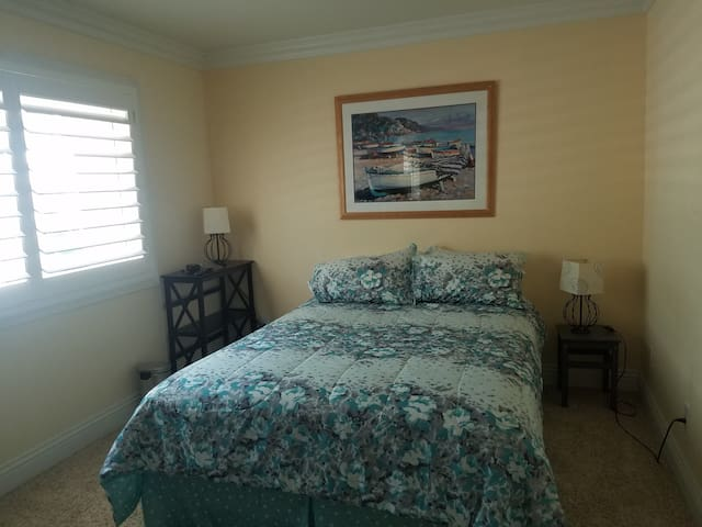 Peaceful Private Room Queen Bed