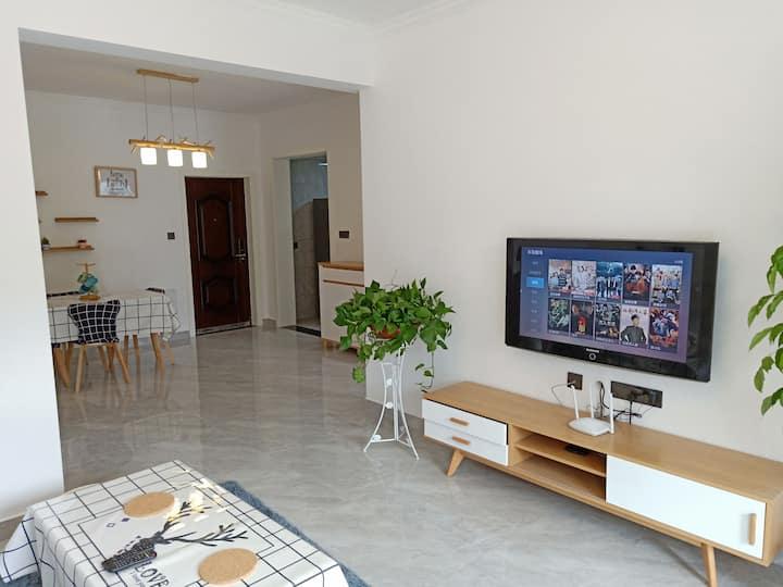 青龙山公园北欧风格山景二居公寓