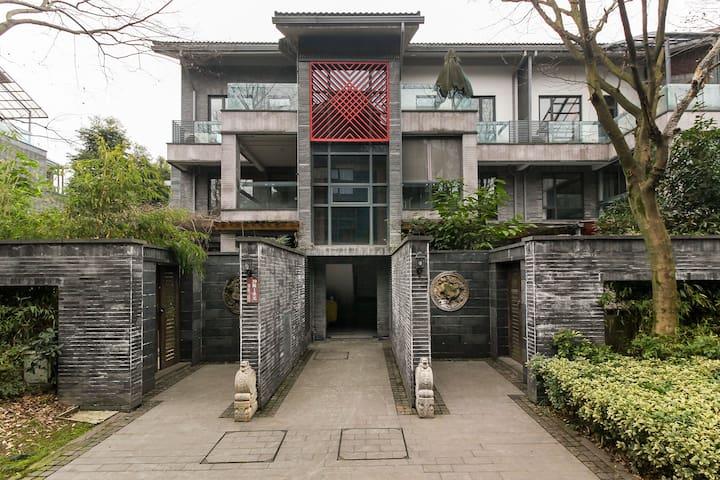 【上善栖】青城山途乐知松度假公寓 - เฉิงตู - วิลล่า