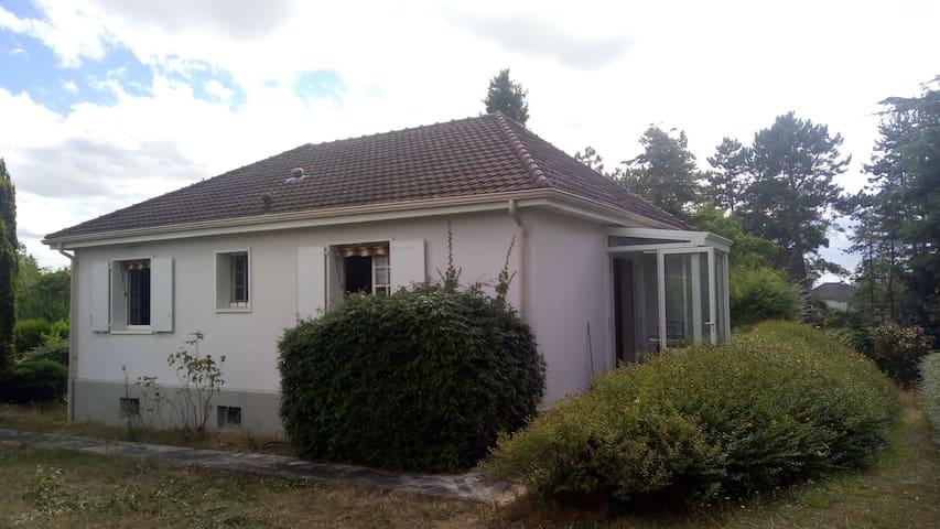 Jolie Maison situé à Dordives (St-Séverin)