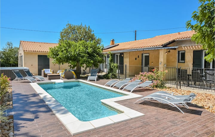 Nice home in Eyragues with Outdoor swimming pool, WiFi and Outdoor swimming pool