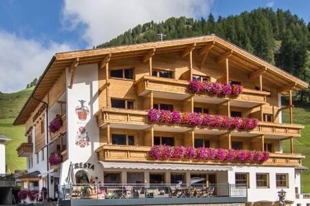 Hotel Cresta  Mehrbettzimmer