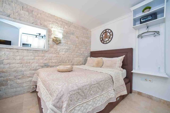 ☆NEW modern & bright OLD TOWN apartment☆near beach