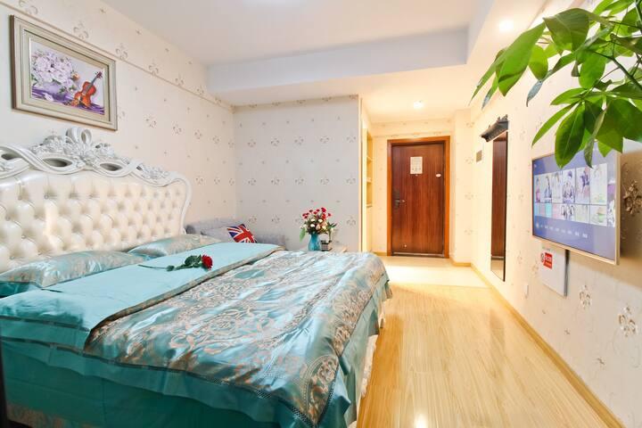 宝利丰广场16号公寓 一 豪华贵族大床房