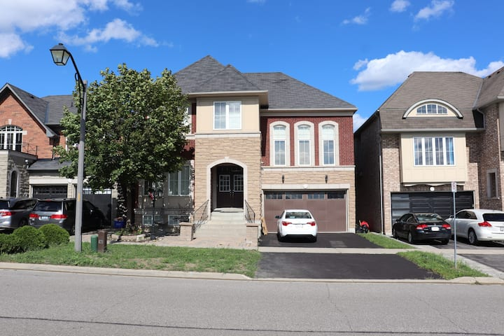 Spacious 3 Bedroom walkout Basement Apartment