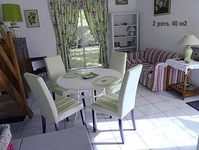 Fontclar: petite maison indépendante pour 2 pers. - Valensole - Hus