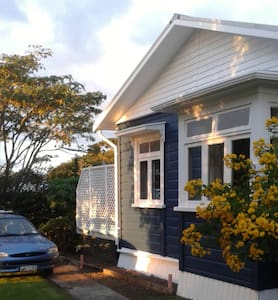 The Blue House - Rawene - Bed & Breakfast