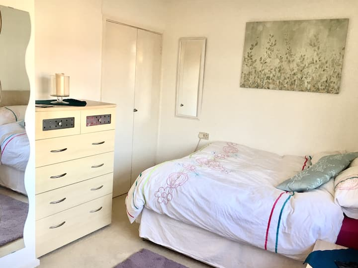 Double Bedroom close to City Centre and Hospital