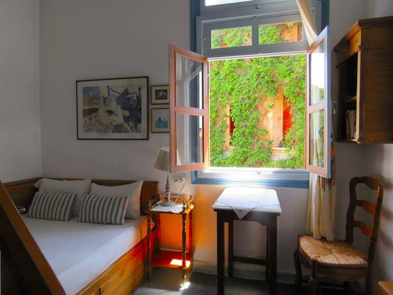 A sunny room with view to old harbor!