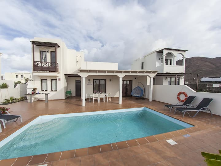 VILLA SUNSET FARO DELUXE WITH CLIMATIZABLE POOL AND OCEAN VIEWS 9 PERS
