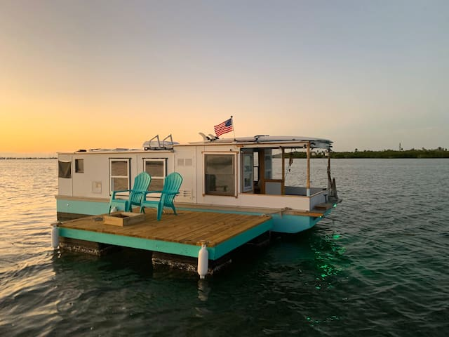 Artsy Houseboat in Key West