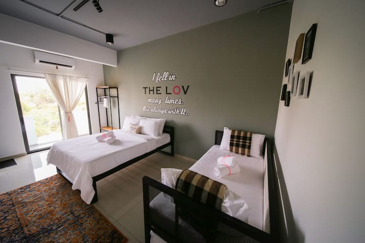 THE LOV PENANG- Suite for 4pax in a Vila @Airport