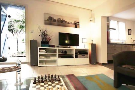 Appartement neuf indépendant en RDC - Leilighet