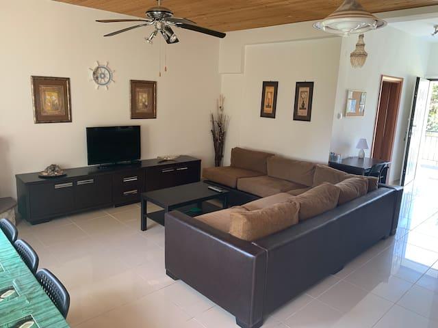 Comfortable Home with huge yard, near the sea.