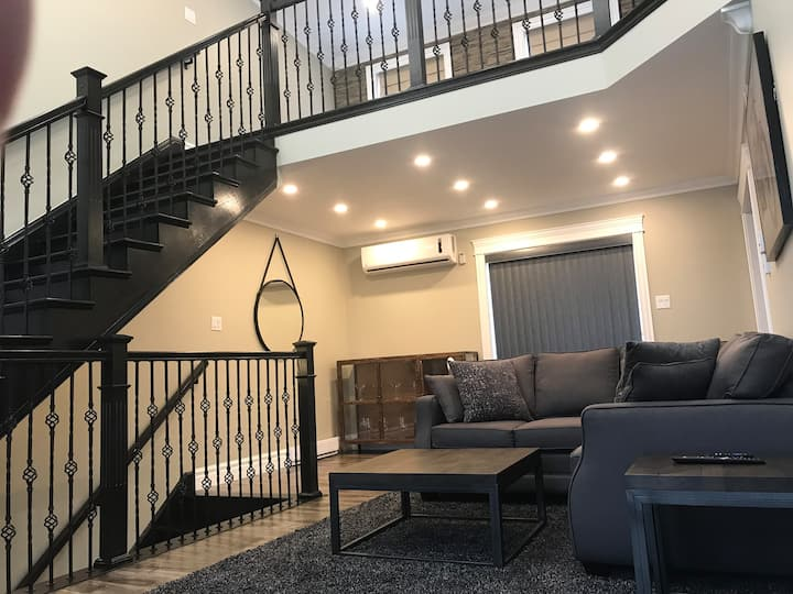 This brand new luxury loft apartment has an ideal location for a tourist, or for a longer term executive renter who wants to live in the heart of the city, historic Georgetown. It will not disappoint guests  even with the highest demands.