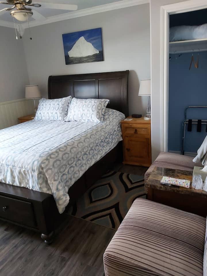 The Lincoln Iceberg Room -in heart of Bonavista