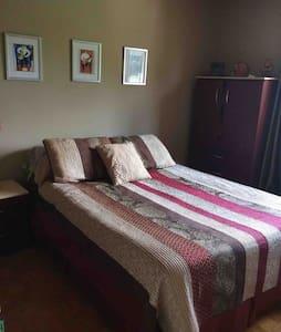 Spacious Cozy Home Saint Constant Rust room