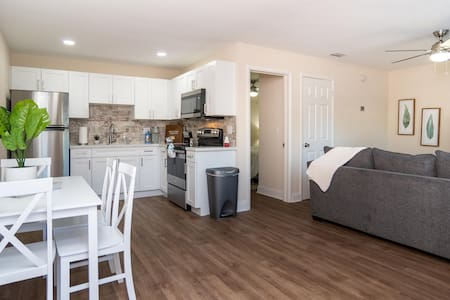Completely Remodeled! Clearwater/Dunedin Cottage