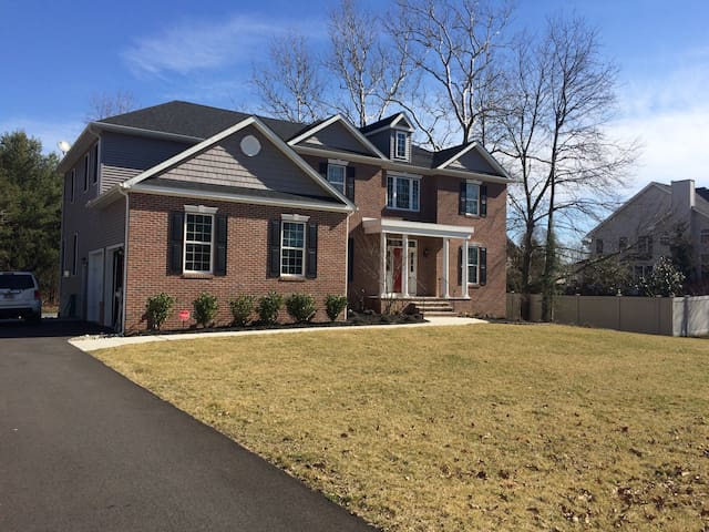 Large Home in Mount Laurel available for Easter - Mount Laurel - Huis
