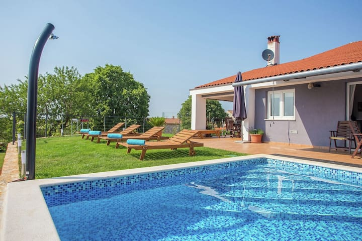 Luxury villa with private swimming pool, only a 15-minute drive from beautiful Rovinj