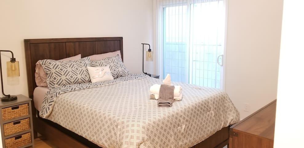 Comfy Contemporary Culver City 2 Bed/2Bath (2A)