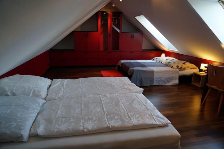 Sleeping room - Schlafzimmer