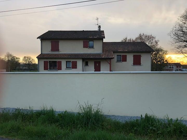 Maison familiale individuelle à: Bellac, france