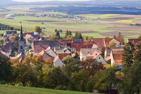 Gemütliche Wohnung mitten im Dorf - Hüfingen - Daire