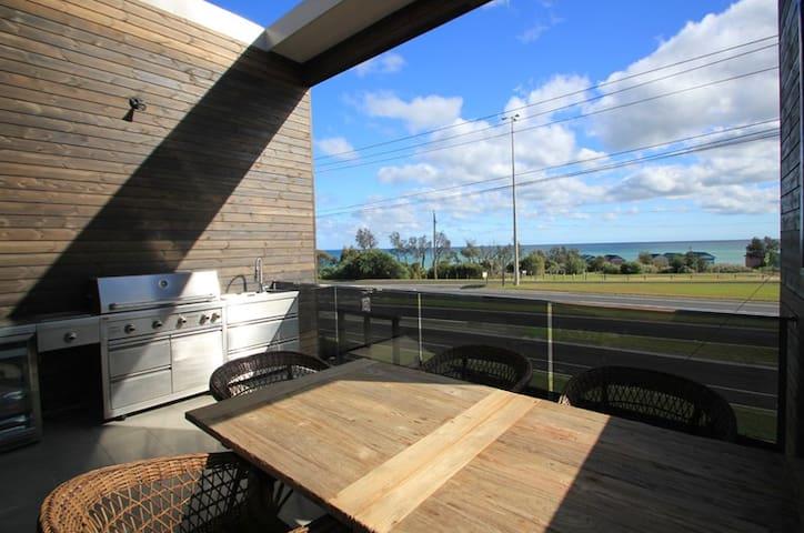 Dromana Luxury Beach Front - 4 Bedrooms