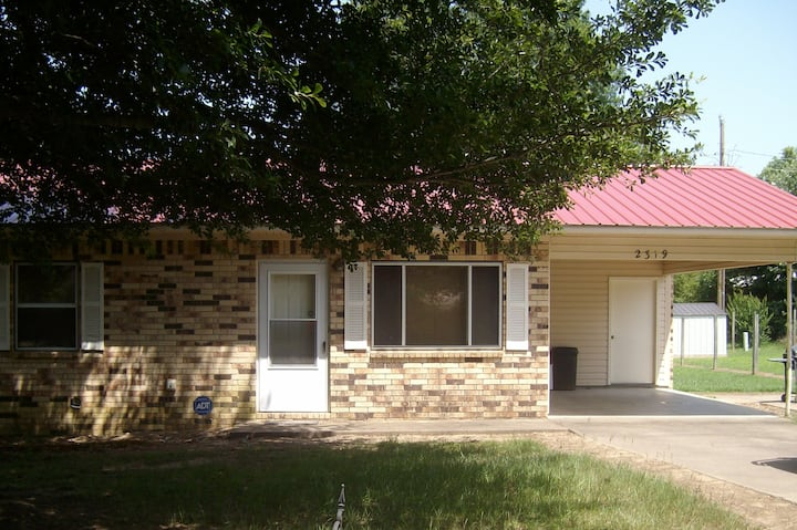 Amy's Place centrally located/quiet/2br/1ba