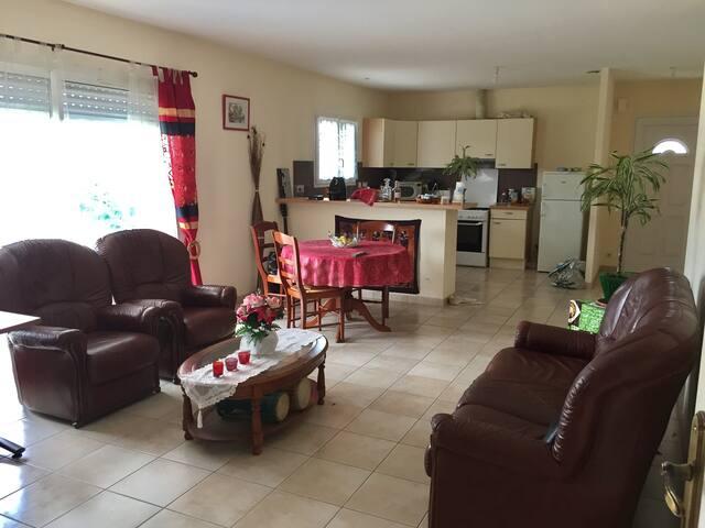 Logement entier, confort, wifi, terrasse et jardin