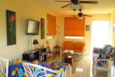 Clean Apartment Close to Beach & Nightlife