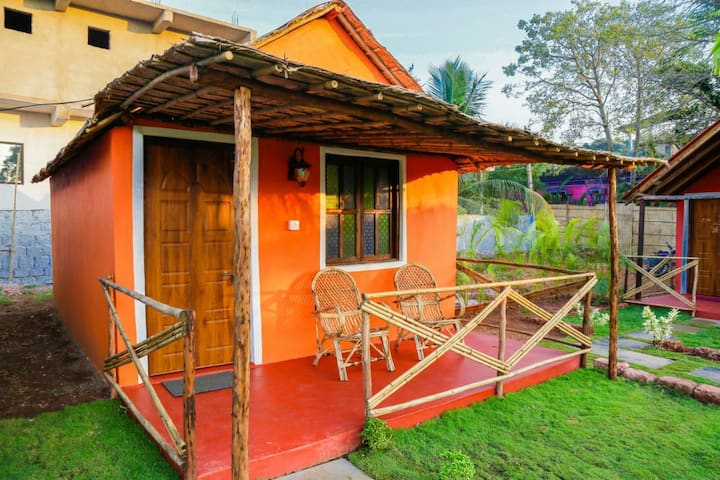Cozy Goan Earth Cottage near Ashwem Beach