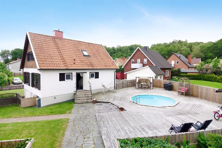 Villa with pool close to Gothenburg