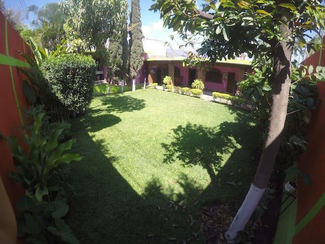 Hermosa casa amplia tipo colonial