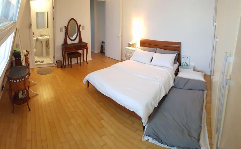 Upstair bed room : floor heating & air conditioning
