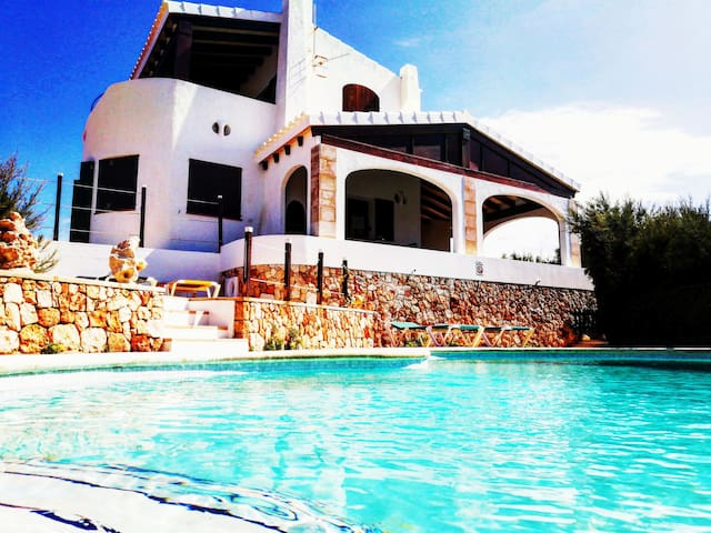 Villa with 3 bedrooms only 200 meters from the bea