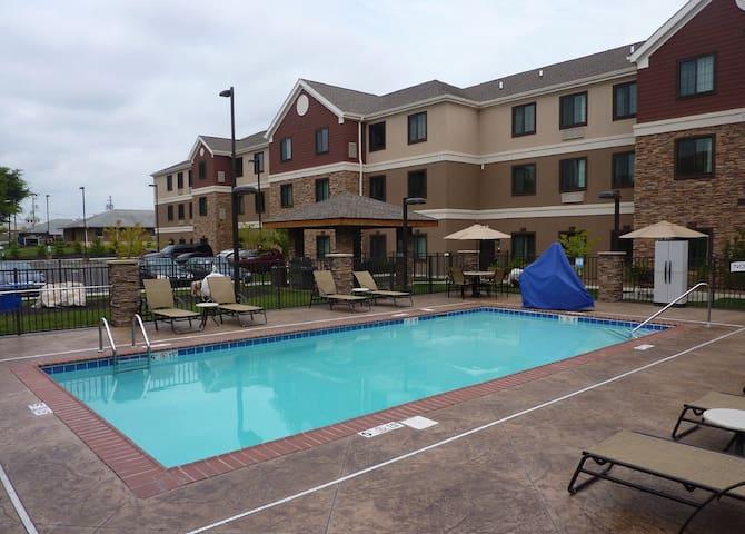 Suite near the WKU campus   Free Daily Breakfast + Seasonal Pool