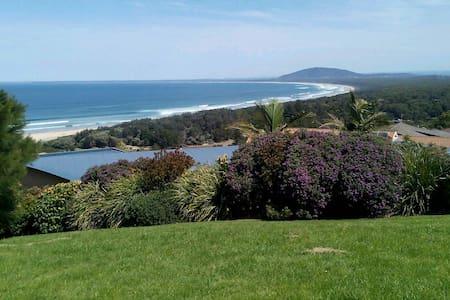 度假休闲房,在悉尼的南区卧龙岗,风景美丽这是一个旅游景区。 - Figtree - Villa