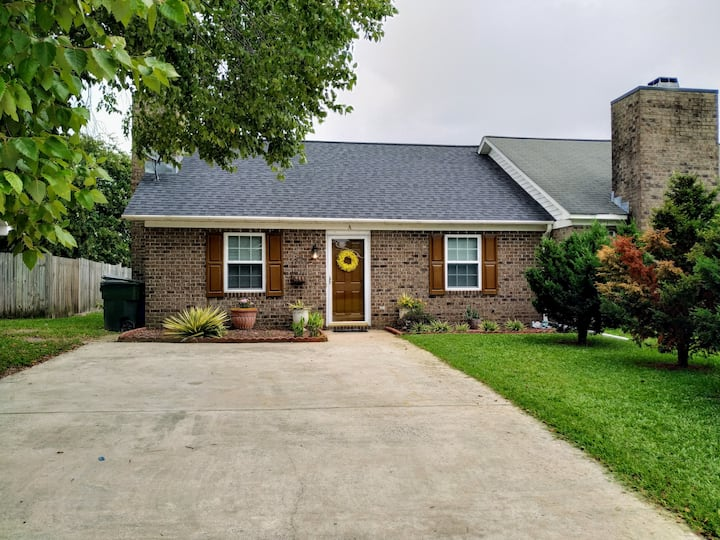Entire house all for you!  Close to Vidant and ECU