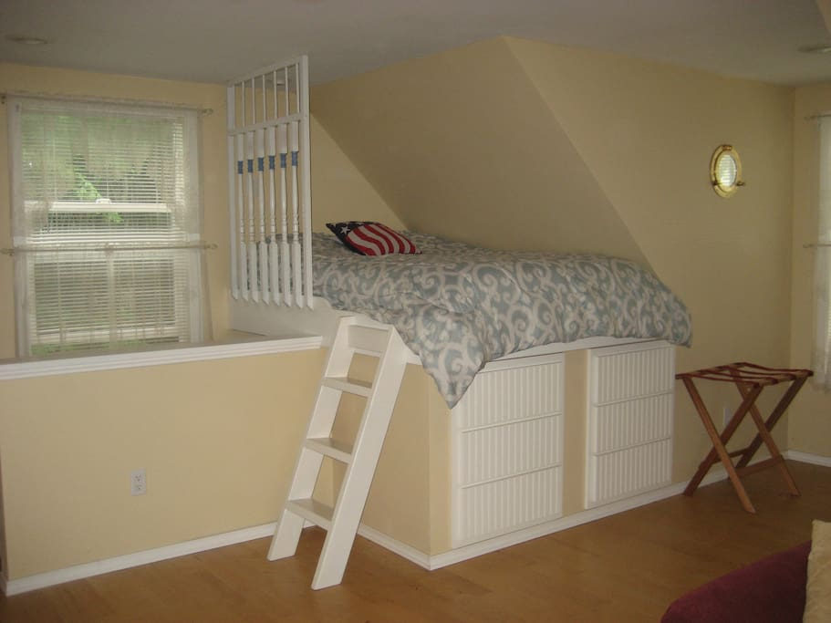 Captain's Bed above stairway
