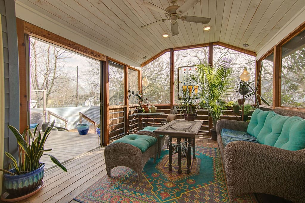 Enjoy a bottle of wine, Texas Beer or friends conversation within the screened in living-porch or on the open deck, under the HUGE Texas sky! A little secret- You can see the top of the Capitol from our street!