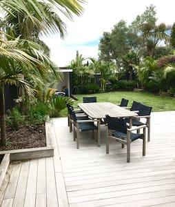 Grey Lynn Villa, large sunny room - Auckland