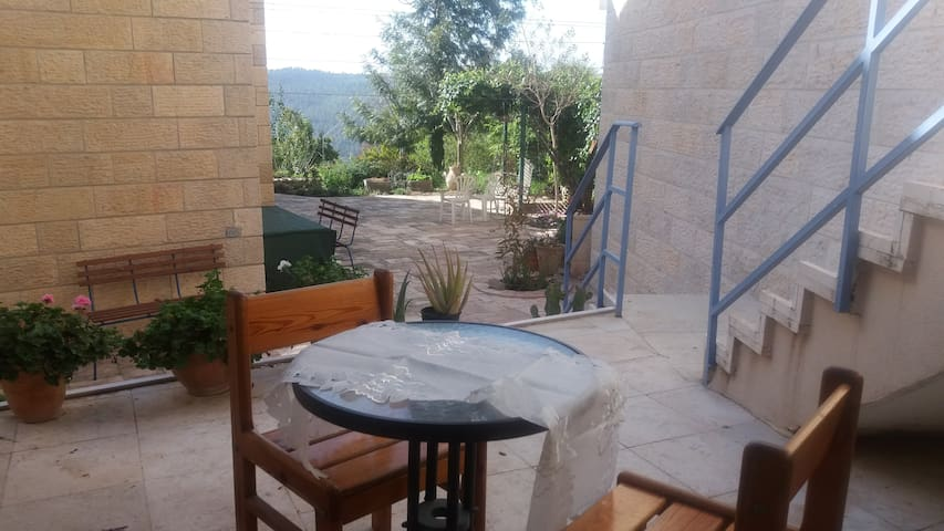 A little house on Prairie - Jerusalem - Villa