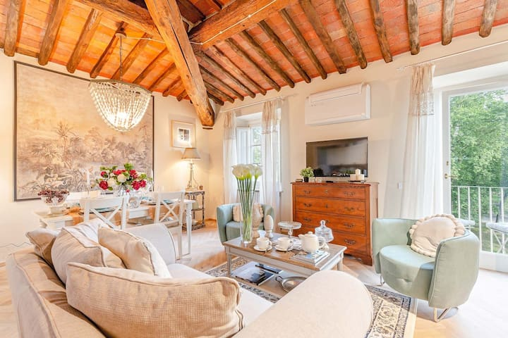 A PANORAMIC PENTHOUSE INSIDE THE WALLS OF LUCCA