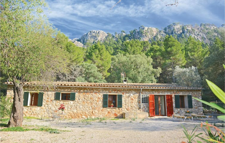 Holiday cottage with 3 bedrooms on 86m² in Estellencs