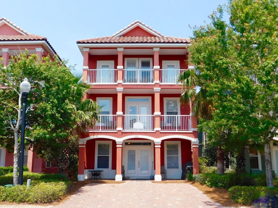 Crimson Cottage Perfect For Large Families 6 Bedroom Beach Home Book Your Late Getaway