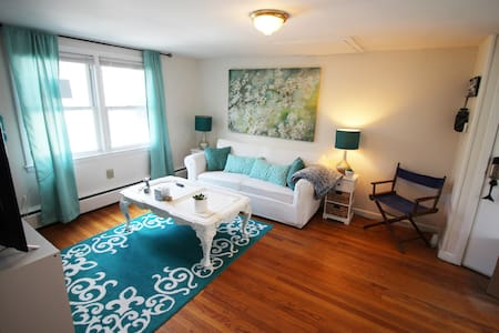 Social Distancing In Mystic! 2BR - Apt in Downtown