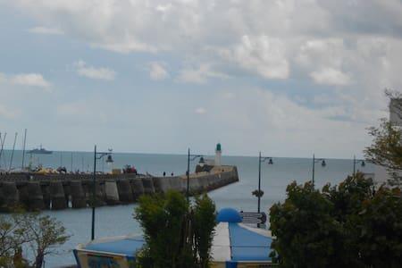 Maison de 2 chambres , proche port et plage